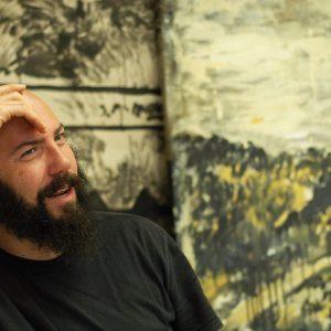 Daniel Caballero em foto feita em seu ateliê no dia desta entrevista.